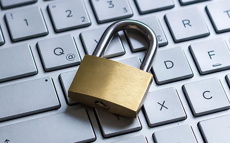Schloss auf Tastatur als Symbol fr Datenschutz im Internet.